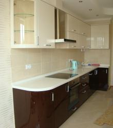 Кухня:фасад- краска глянец ,столешница пластик