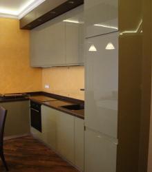 Кухня:фасад- краска глянец ,столешница искусственный камень Tristone
