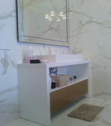 Ванная:фасад-МДФ глянец+стекло крашенное,каркас МДФ глянец