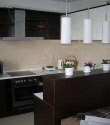 """Кухня:фасад-МДФ краска глянец+ ДСП """"Венге"""" ,столешница белый пластик"""