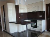 Кухня:фасад- краска глянец ,столешница искусственный камень Tristone коричневый